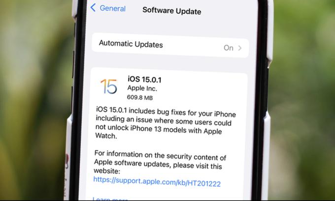 Người dùng có thể tải về iOS 15.0.1 để khắc phục một số lỗi trên bản cập nhật hôm 21/9.