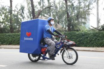 Dịch vụ giao hàng bằng xe đạp điện là một trong những sáng kiến của Lazada trong chiến lược phát triển bền vững. Ảnh:Lazada Việt Nam